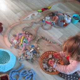 Menos juguetes, más juego
